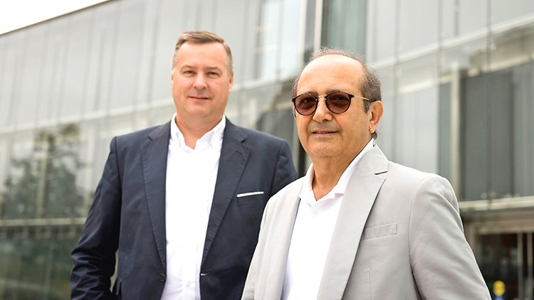 Werner H. Bittner,  Geschäftsführer Doka Ventures GmbH und Aufsichtsratsvorsitzender Contour Crafting Corporation (l.)und Behrokh Khoshnevis (Erfinder und CEO Contour Crafting  Corporation).