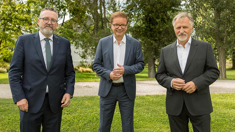 Fachverbandsobmann Christoph Berghammer, Festredner Rudolf Anschober, Bauer (v.l.n.r.)