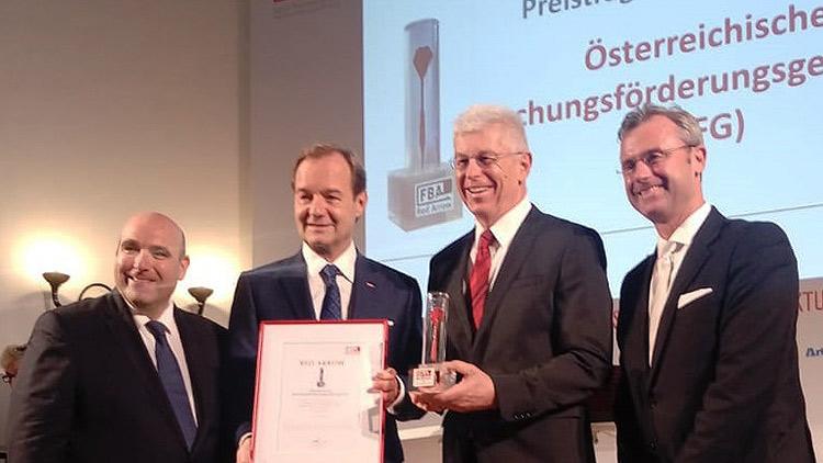 v.l.n.r.: David Ungar-Klein (FBA), Fachverbands-Obmann Alfred Harl, Klaus Pseiner (FFG) und Bundesminister Norbert Hofer