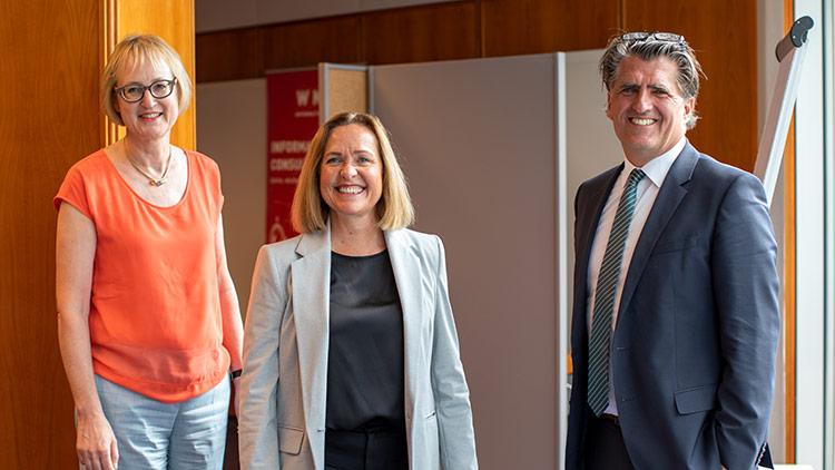 Sybille Regensberger, Angelika Sery-Froschauer und Johann Lackner
