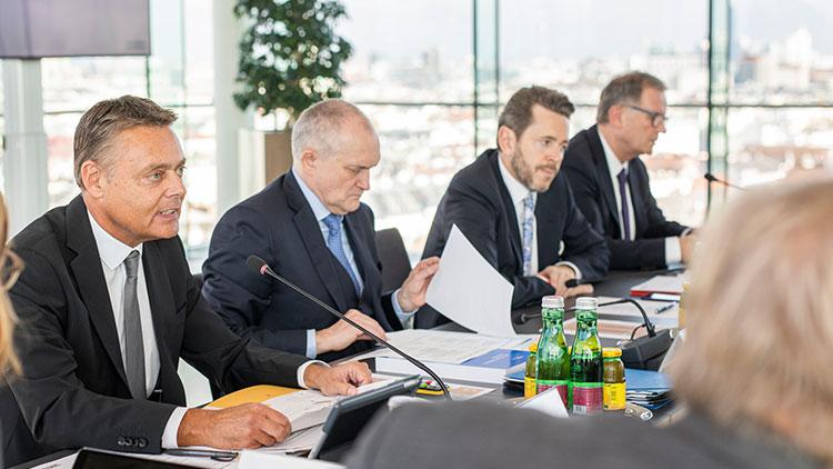 Christoph Schneider (links) beim WKÖ-Konjunkturgipfel