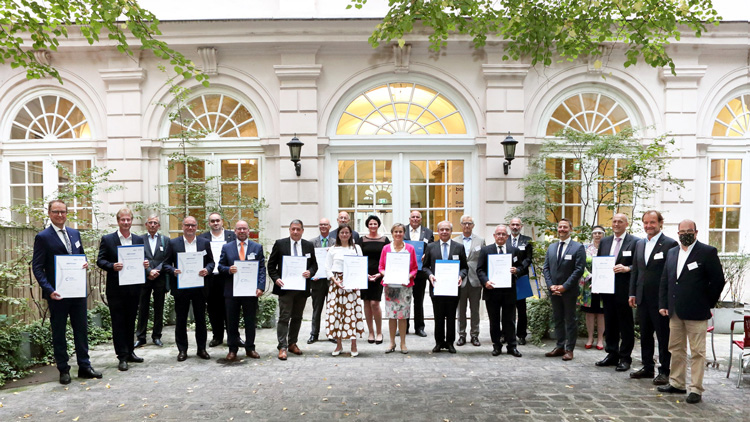 Die 18 Certified Corporate Finance Expert bei der Zertifikats-Verleihung in der Wiener Börse.
