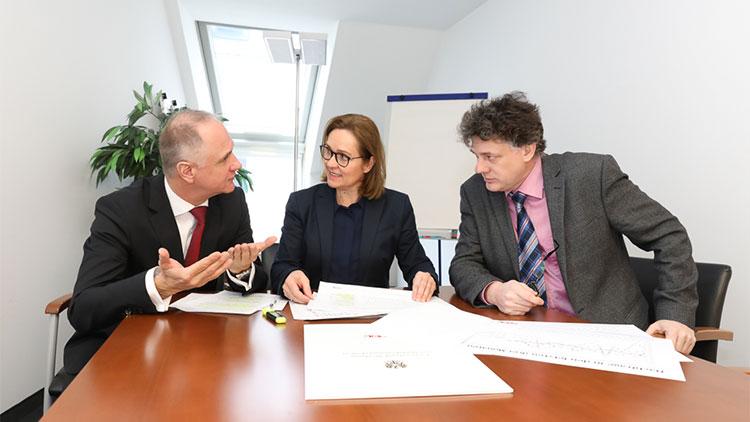 Markus Deutsch, Geschäftsführer des FV Werbung und Marktkommunikation, Fachverbandsobfrau Angelika Sery-Froschauer und der Wirtschaftsforscher Werner Hölzl (WIFO)
