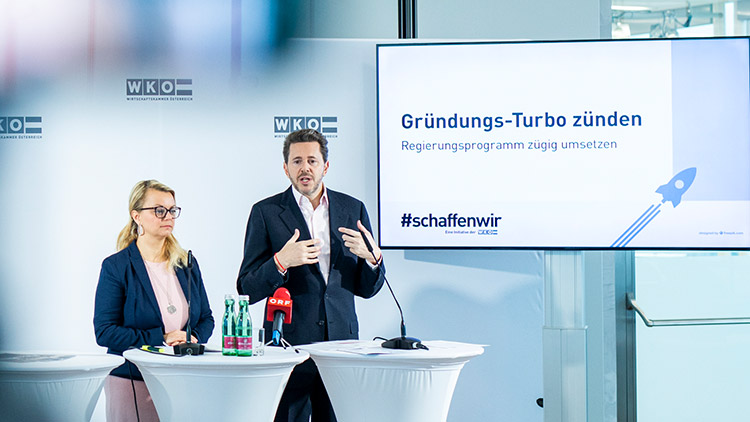 Christiane Holzinger, Bundesvorsitzende der Jungen Wirtschaft (JW), und Wirtschaftskammer-Präsident Harald Mahrer