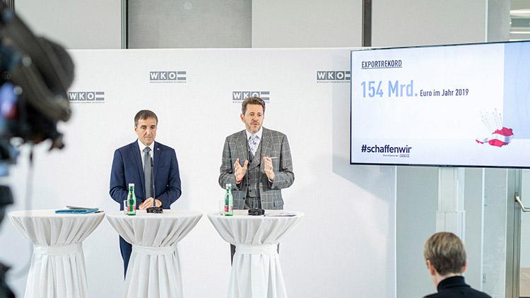Michael Otter, Leiter der AUSSENWIRTSCHAFT AUSTRIA, und WKÖ-Präsident Harald Mahrer präsentierten die Exportzahlen für das Jahr 2019.