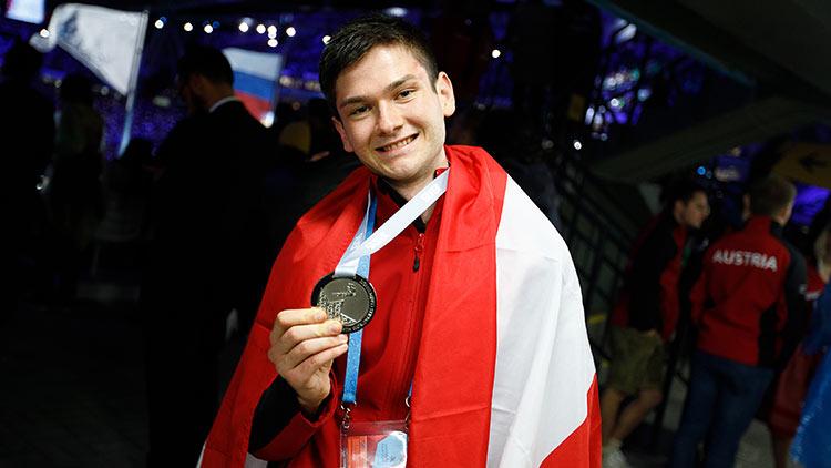 Worldskills 2019: Im Wettbewerb im Bereich Hotel Rezeption sicherte sich Oliver Lang vom Mercure Vienna First Hotel den Titel als Vizeweltmeister