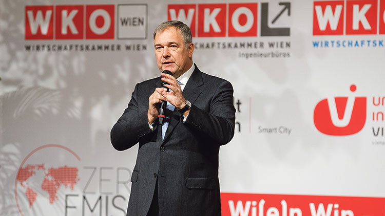 Walter Ruck, Präsident Wirtschaftskammer Wien, eröffnete das zehnte Zero Emission City-Symposium im Wiener Rathaus.