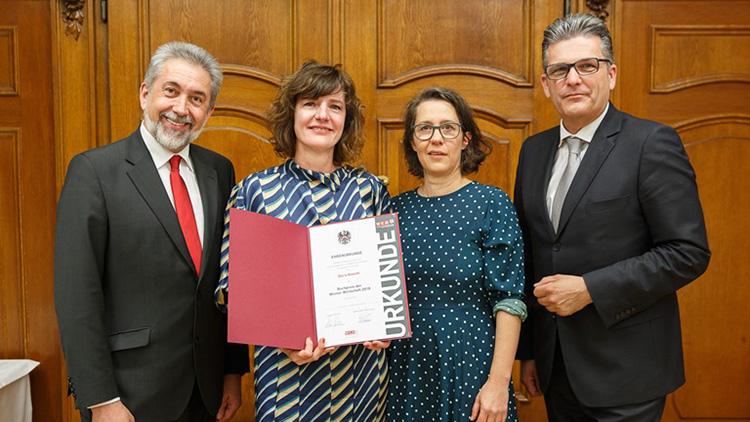 Fachgruppenobmann Georg Glöckler, Gewinnerin Doris Knecht, Laudatorin Petra Hartlieb und Spartenobmann Martin Heimhilcher (v.l.).