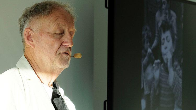 Gerd Ludwig beim Vortrag