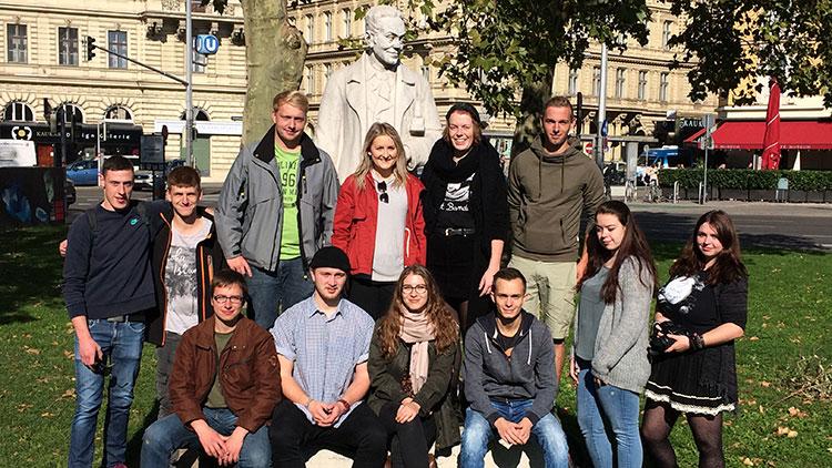 12 Lehrlinge aus Deutschland schnuppern Wiener Handwerksluft